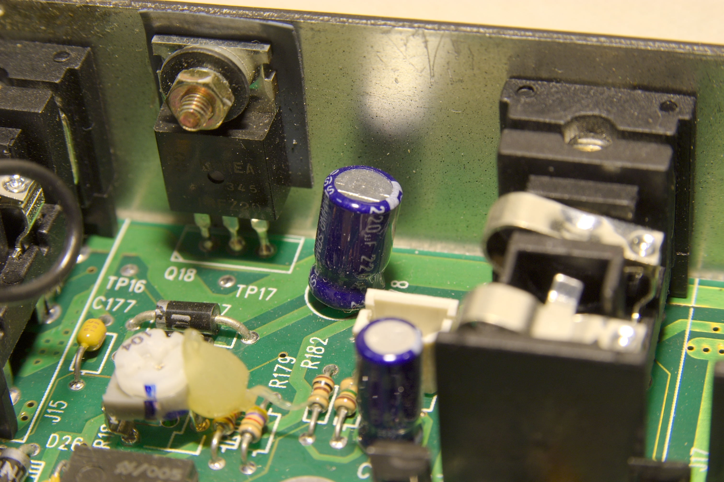 DSC_9930.jpg - This time focused on the furthest capacitor C178 and transistor Q18