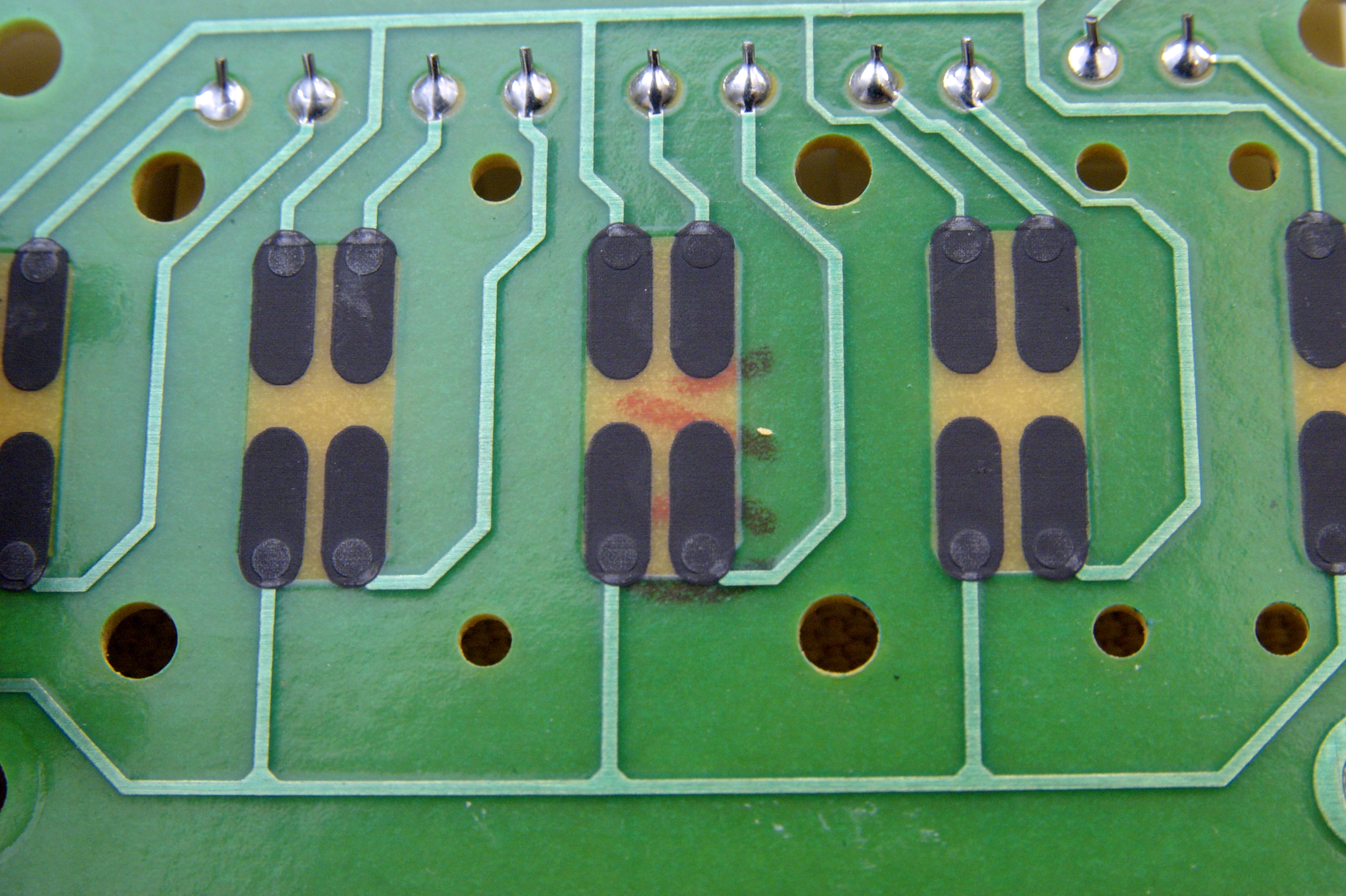 DSC_9349.jpg - A close up of the circuit board contacts